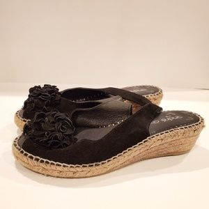 Andre Assous flower wedge slingback black size 8